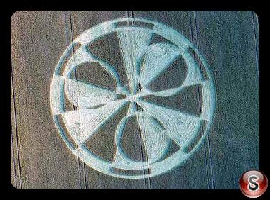 Crop circles Stonehenge (3) nr Amesbury - Wiltshire 2011