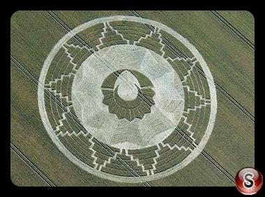 Crop circles - East Kennett Wiltshire UK 2011