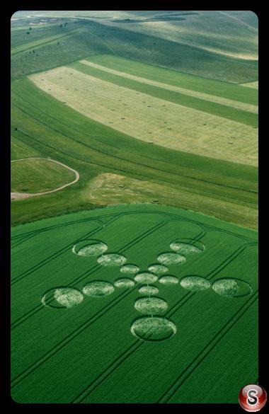 Crop circles - Beckhampton Gallops, Wiltshire 2001