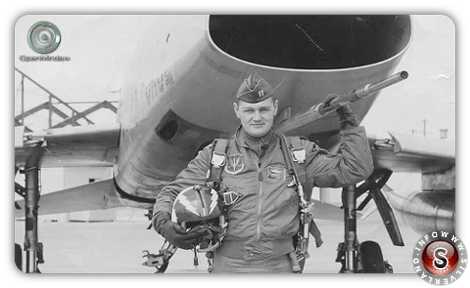 Richard French è un ex tenente colonnello dell'Air Force statunitense