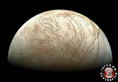 Se confermata, si tratterebbe di una vera scoperta rivoluzionaria. Provando la presenza di un lago, e quindi di acqua, su Europa si apre infatti la strada ad affascinanti ipotesi sull'esistenza di potenziali habitat per la vita sulla luna di Giove.
