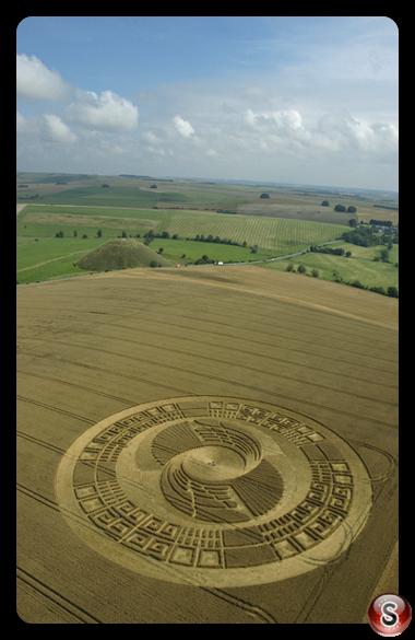 Crop circles - Silbury Hill, Avebury, Wiltshire 2004