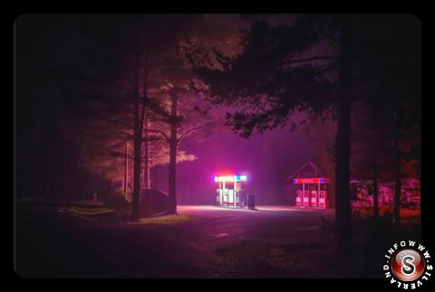 Distributore di benzina in notturna Finlandia