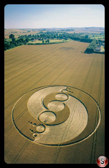 Crop circles - Avebury Stone Circle Wiltshire 2002