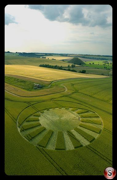 Crop circles - West Kennett Avebury Wiltshire 2004