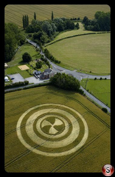 Crop circles - North Newnton Wiltshire 2004