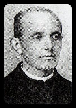 """Figura 15 - Padre Aparicio, la prima persona ad aver avuto accesso al """"segreto"""" scritto  mano."""