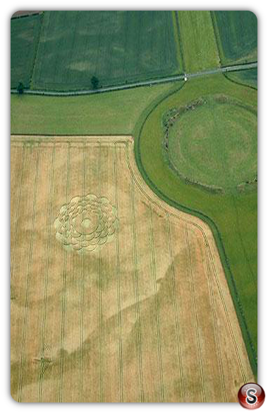 Crop circles - Thornborough henge 2003