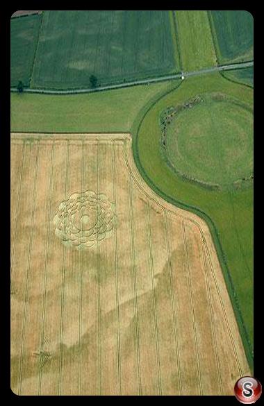 Crop circles - Thornborough henge 2003