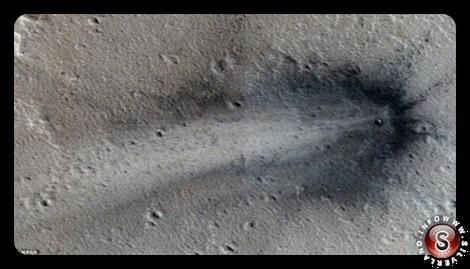 Foto dell'oggetto precipitato nella pianura Elysium di Marte completa