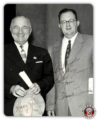 Frank Edwards ( a destra ) con l'ex Il presidente Harry Truman