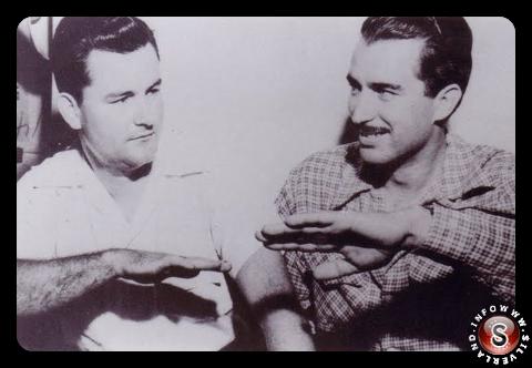 Il primo Ufficiale John B. Whitted e il capitano Clarence S. Chiles