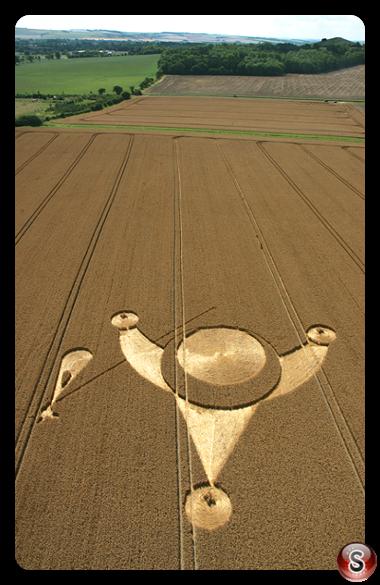 Crop circles - East Field Alton Barnes Wiltshire 2006
