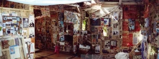 """""""La Baraka"""" maison abandonnée, textique mixte, Fort-de-France 2001"""
