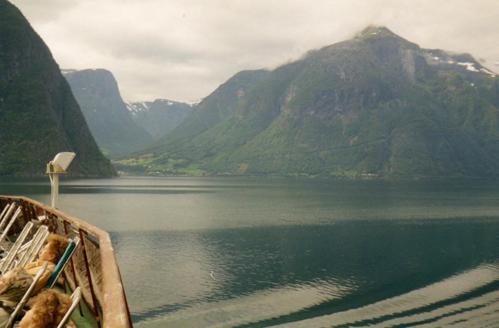 Schneeberge im fjord