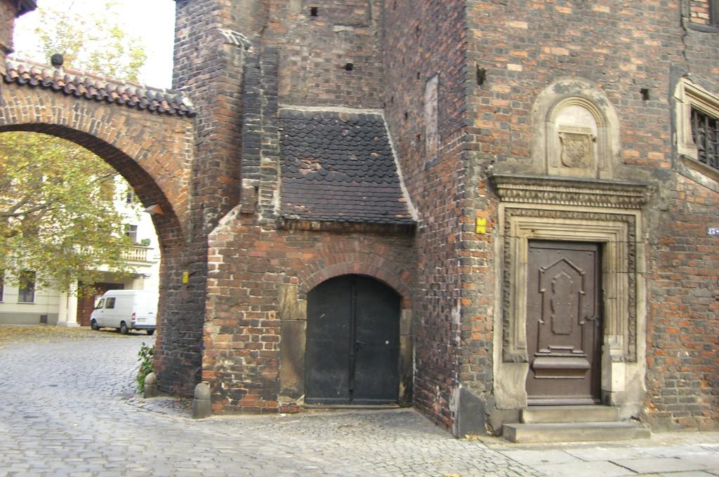 früher Eingang zur Seitenkapelle