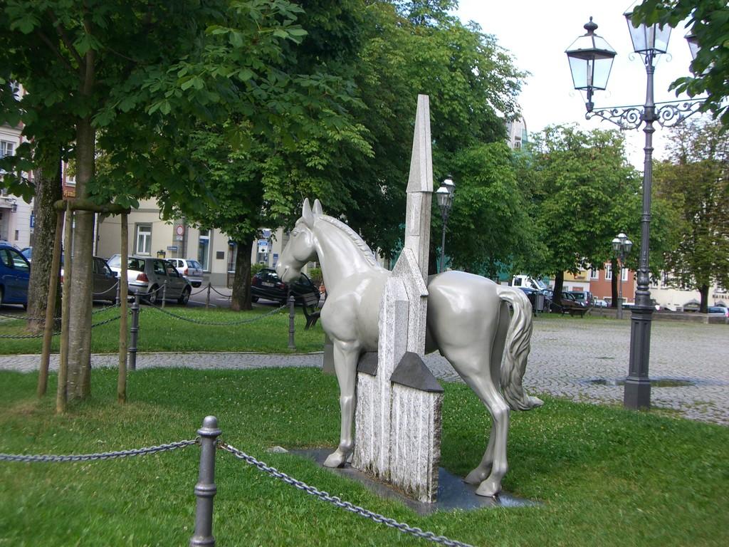 Ellwangen bekannt durch alljährlichen Pferdemarkt
