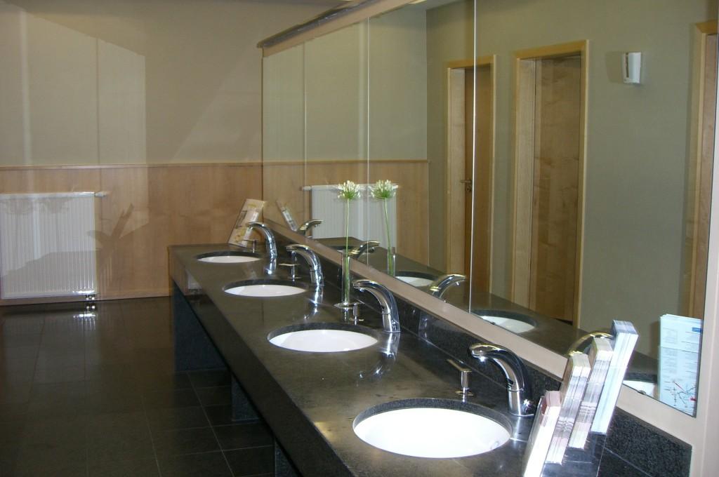 im Village sind auch die öffentlichen  Toiletten Marmor