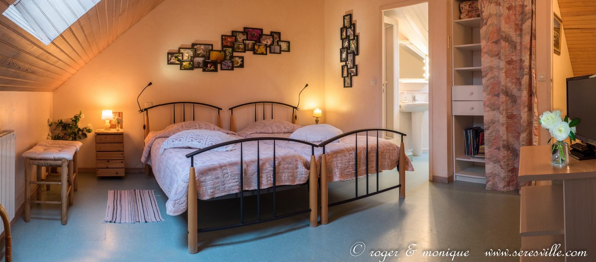 la chambre rose : deux lits de 90 transformables en un lit de 180
