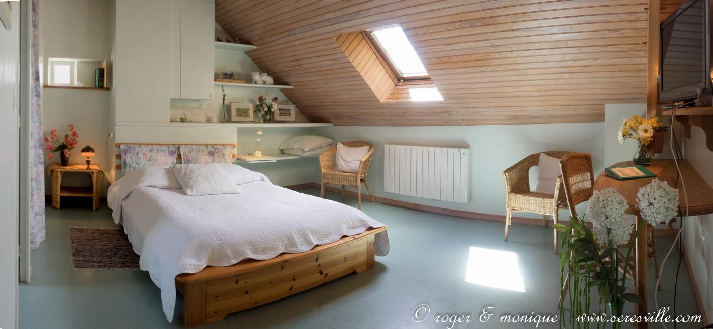 la chambre verte avec son lit de 140