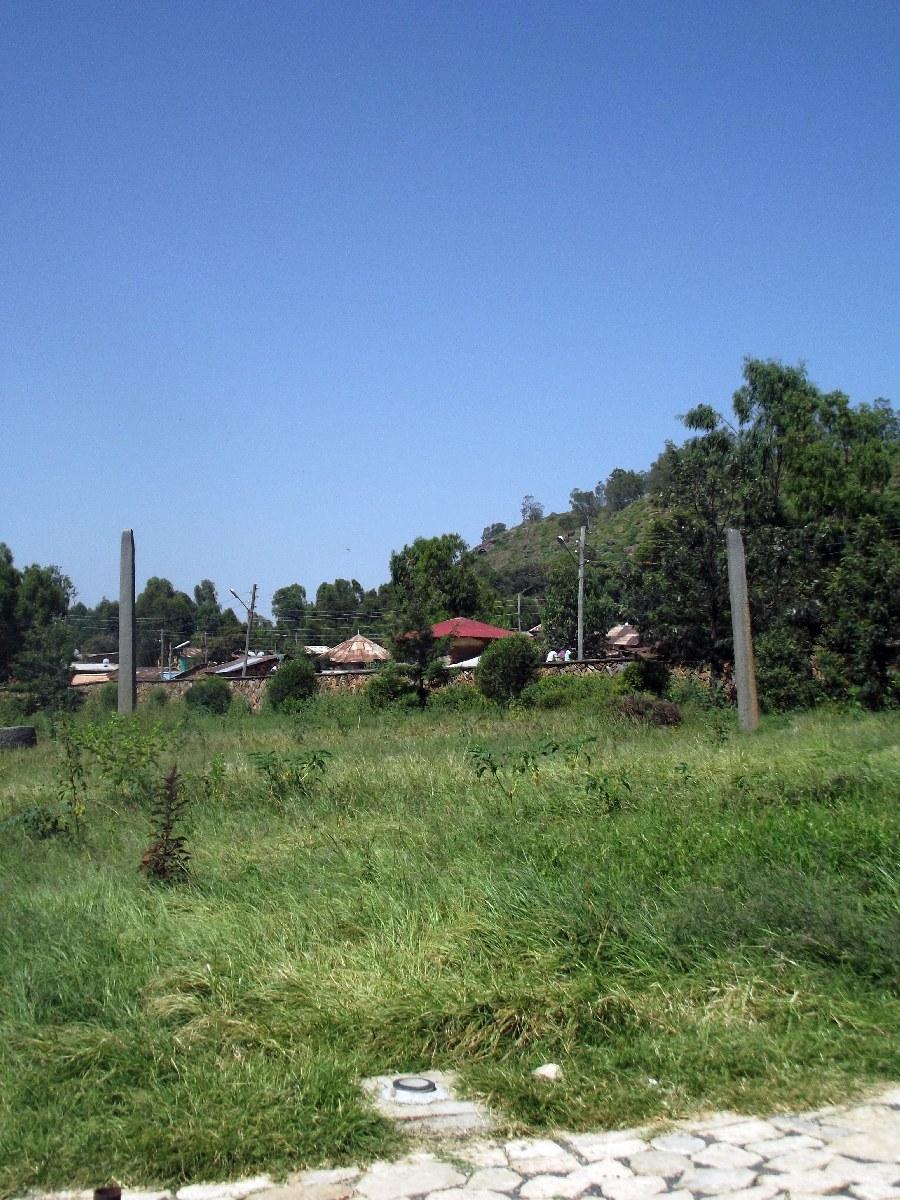 Ces stèles plus petites devaient appartenir à des scribes. Voyage Séjour Trekking et randonnée, Road Trip en Ethiopie. Visite d'Axum en Ethiopie.  les Stèles d'Axum