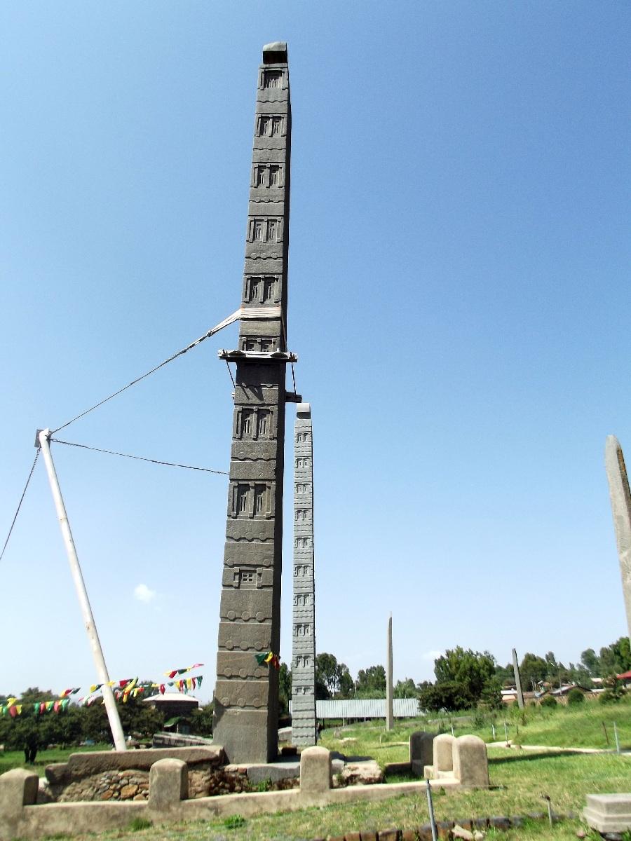Cette stèle fut volée par Mussolini en 1936 lors de la guerre et ne fut rendue à l'Ethiopie qu'en 2008. Voyage Séjour Trekking et randonnée, Road Trip en Ethiopie. Visite d'Axum en Ethiopie.  les Stèles d'Axum
