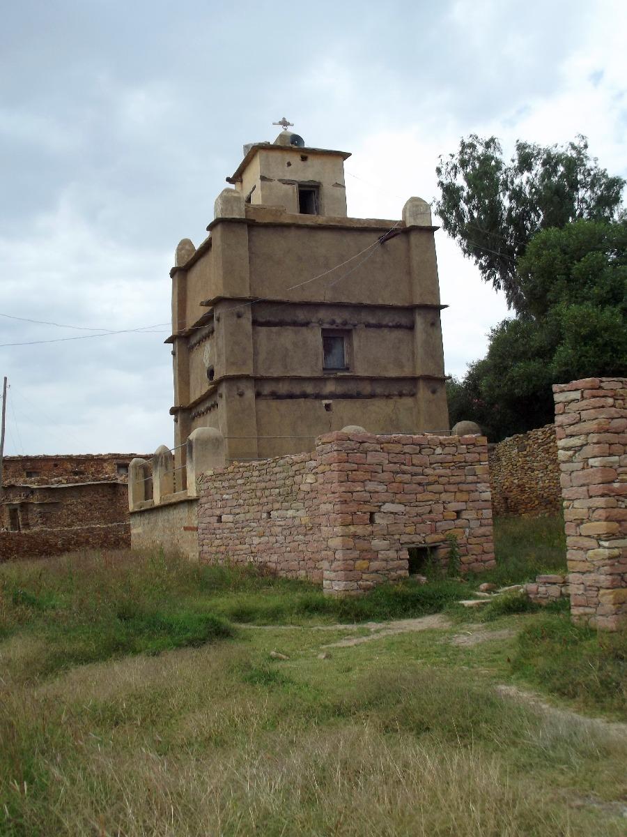 Le minaret du monastère de Dabra Damo. Voyage Séjour Road Trip Visite trekking et randonnée au monastère Debre Damo en Ethiopie.