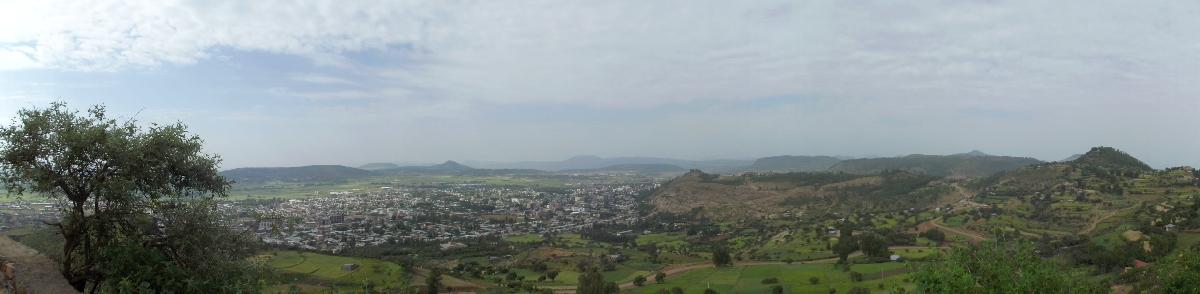 Vue du sommet du piton. Trek, randonnée et visite d'Axum en Ethiopie. Autour d'Axum. Le monastère St Pantalewon