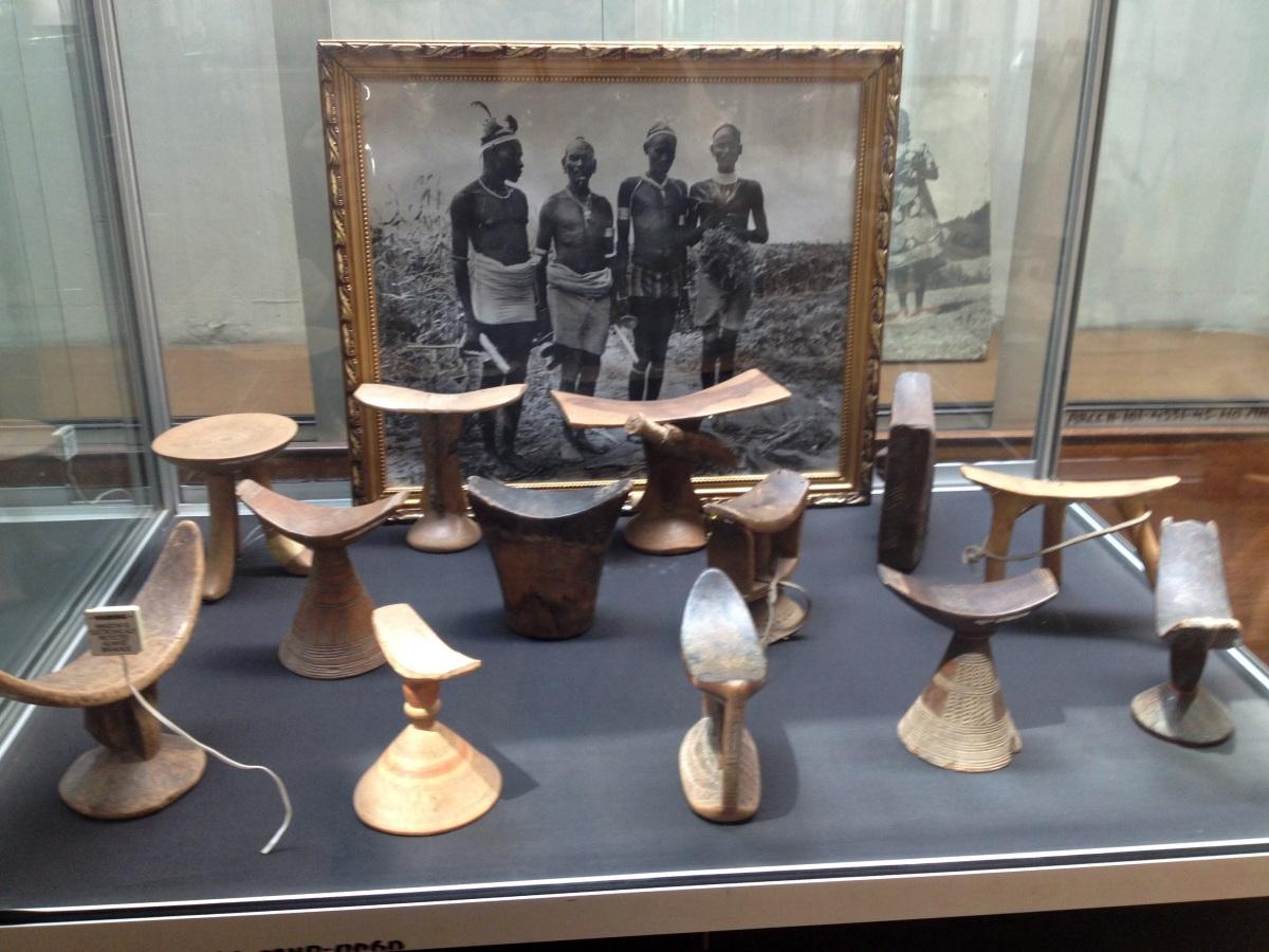 Oreillers et sièges Tribaux. Voyage Séjour Trekking et randonnée, Road trip en Ethiopie.  Région Amhara. Visite du National Muséum d'Addis Abeba en Ethiopie.