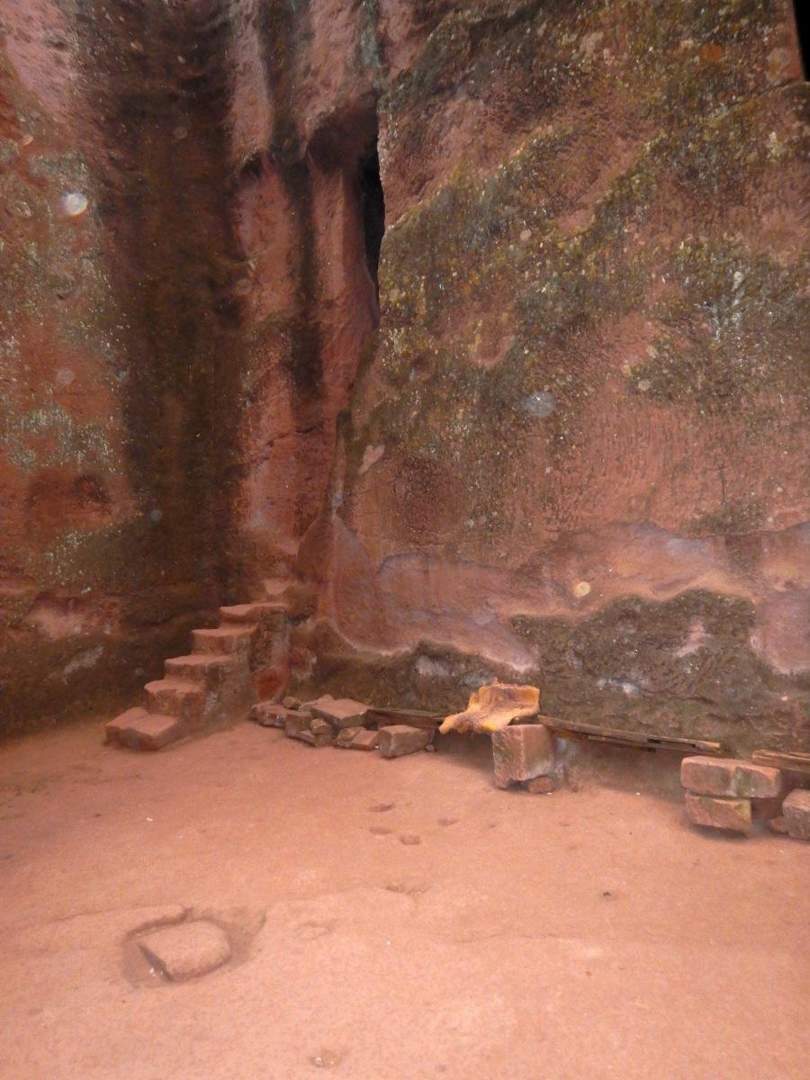 L'entrée du monastère. Entrance of monastry.  Trek, randonnée autour des églises monolithiques  de Lalibela en Ethiopie Trek à  Lalibela Voyage Séjour Trekking Randonnée Road Trip en Ethiopie.