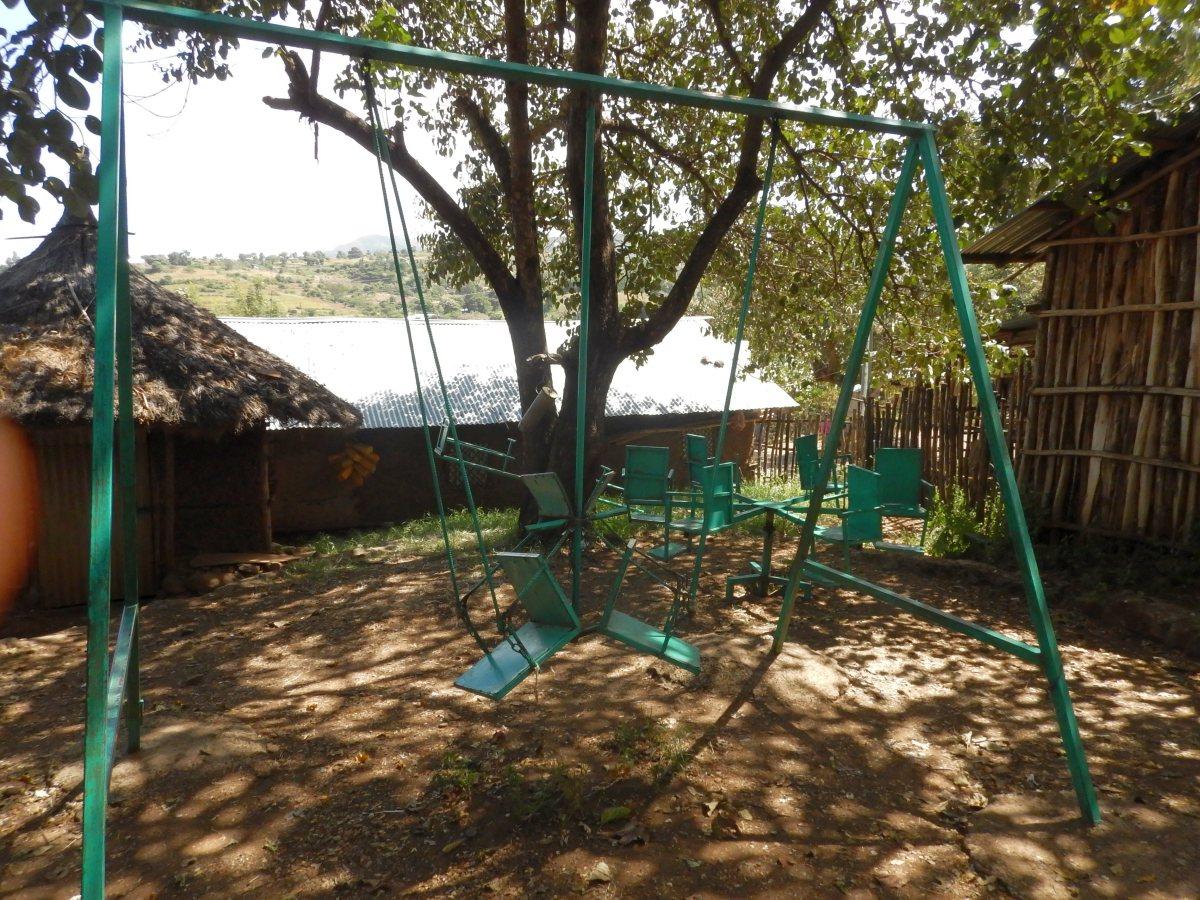 Le parc pour enfants. Trek, randonnée et visite de la communauté Awra Amba en Ethiopie.