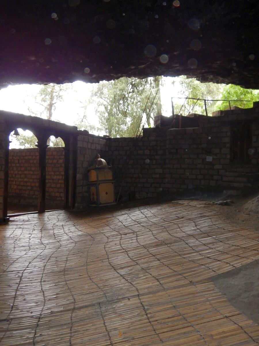 L'église de Yemrehanna Kristos Trek à  Lalibela Voyage Séjour Trekking Randonnée Road Trip en Ethiopie.  L'église de Yemrehanna Kristos, une oeuvre d'art. Trek à  Lalibela Voyage Séjour Trekking Randonnée Road Trip en Ethiopie.