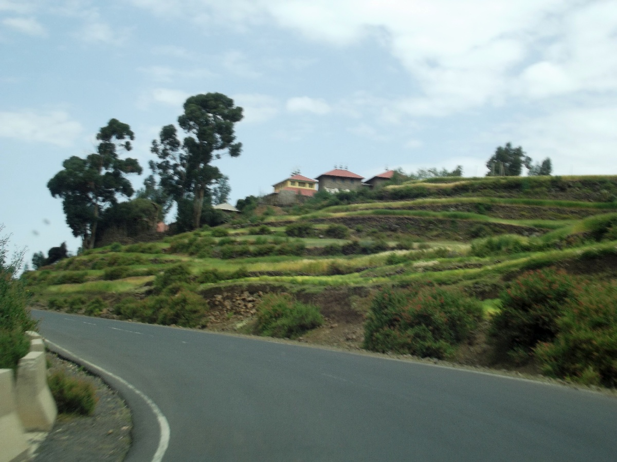 Les églises en Ethiopie sont présentes tout le long du chemin entre Adigrat et Axum. Voyage Séjour Trekking et randonnée, Road Trip en Ethiopie, le Tigré, Voyage d'Adigrat à Axum