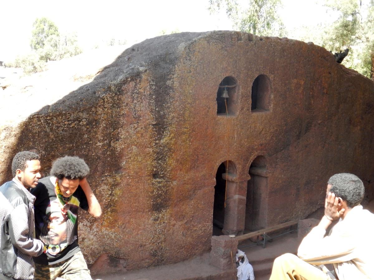 Visite de L'Eglise Beta Denaghel, l'Eglise des vierges, à Lalibela en Ethiopie Trek à  Lalibela Voyage Séjour Trekking Randonnée Road Trip en Ethiopie.