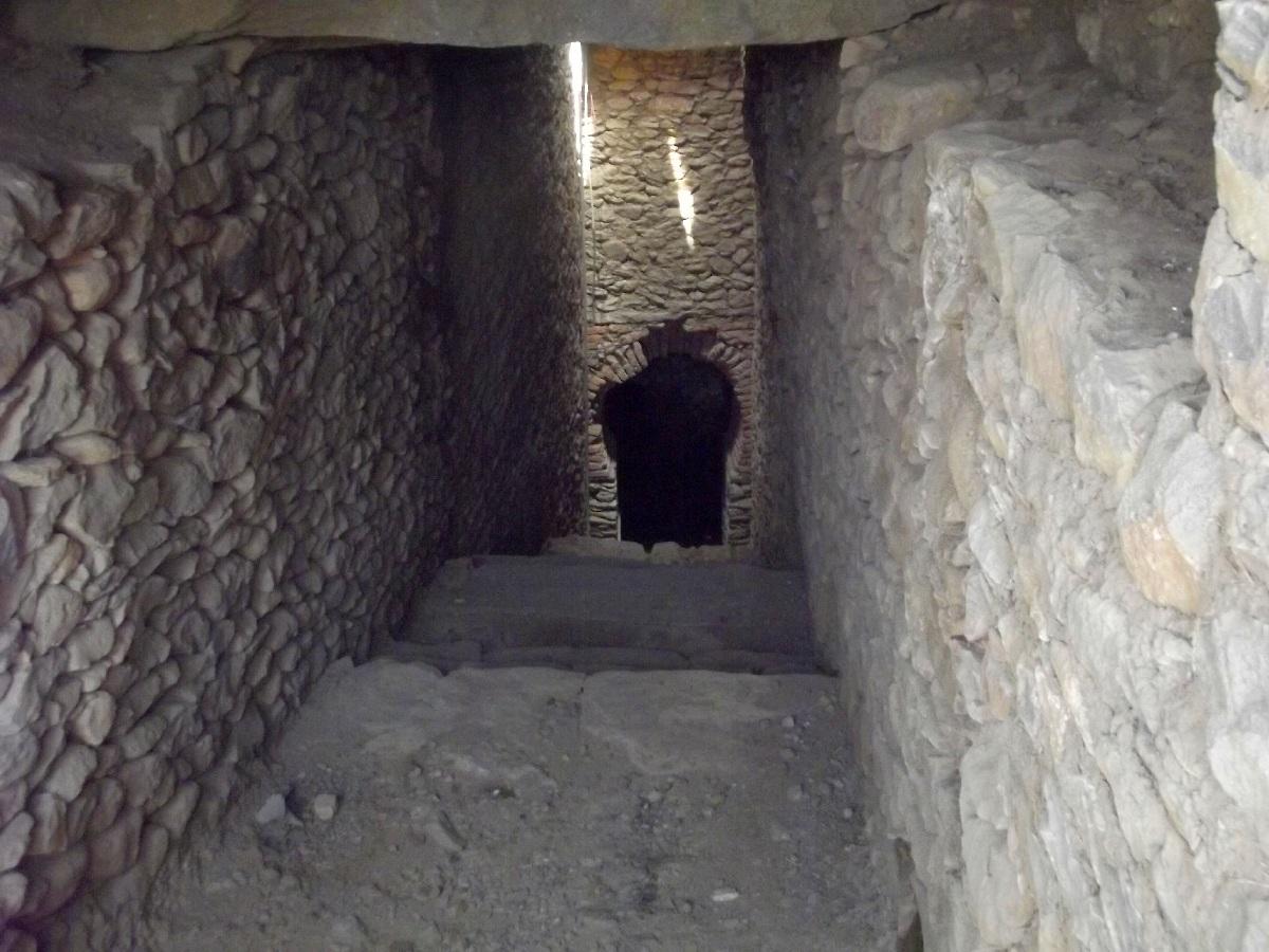 Trek, randonnée et visite d'Axum en Ethiopie. La tombe en Arche et le Mausolée