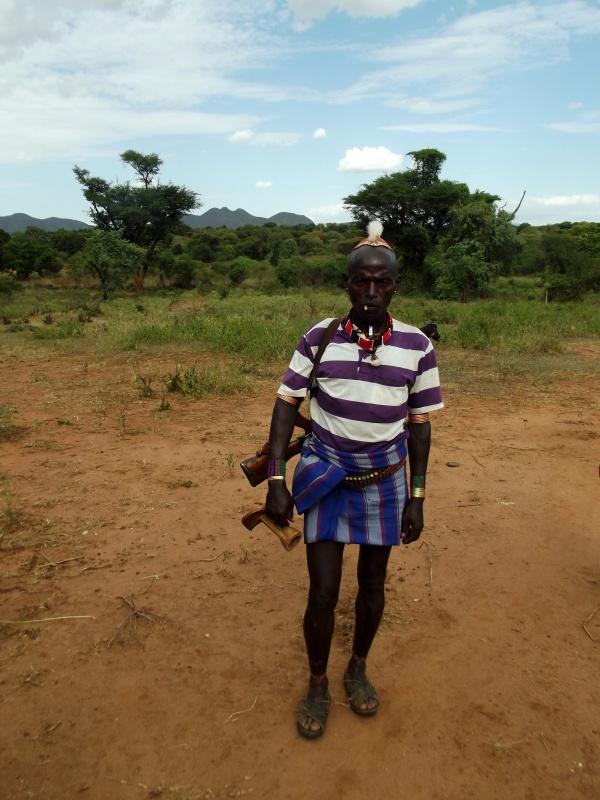 Le guerrier Hamer. Chez les Hamer à Lojura en Ethiopie. Voyage Séjour Trek Trekking Randonnée Road Trip en Ethiopie Visite de la Vallée de l'Omo en Ethiopie.