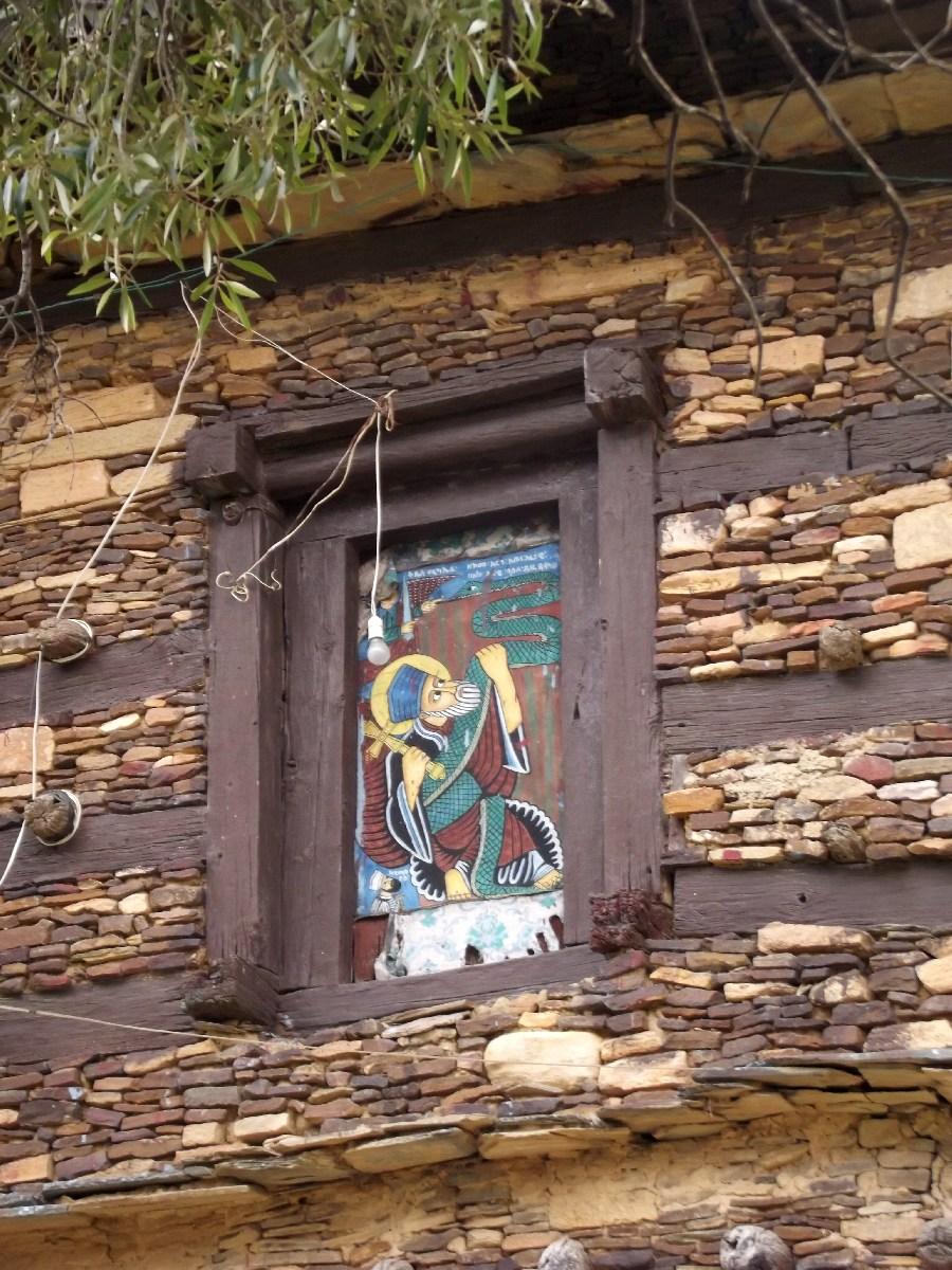 Le Saint Abuna Aregawi porté par le serpent vers le sommet de l'Amba. Trek et randonnée, visite de Debre Damo en Ethiopie.  L'Eglise Abba Aregawi.