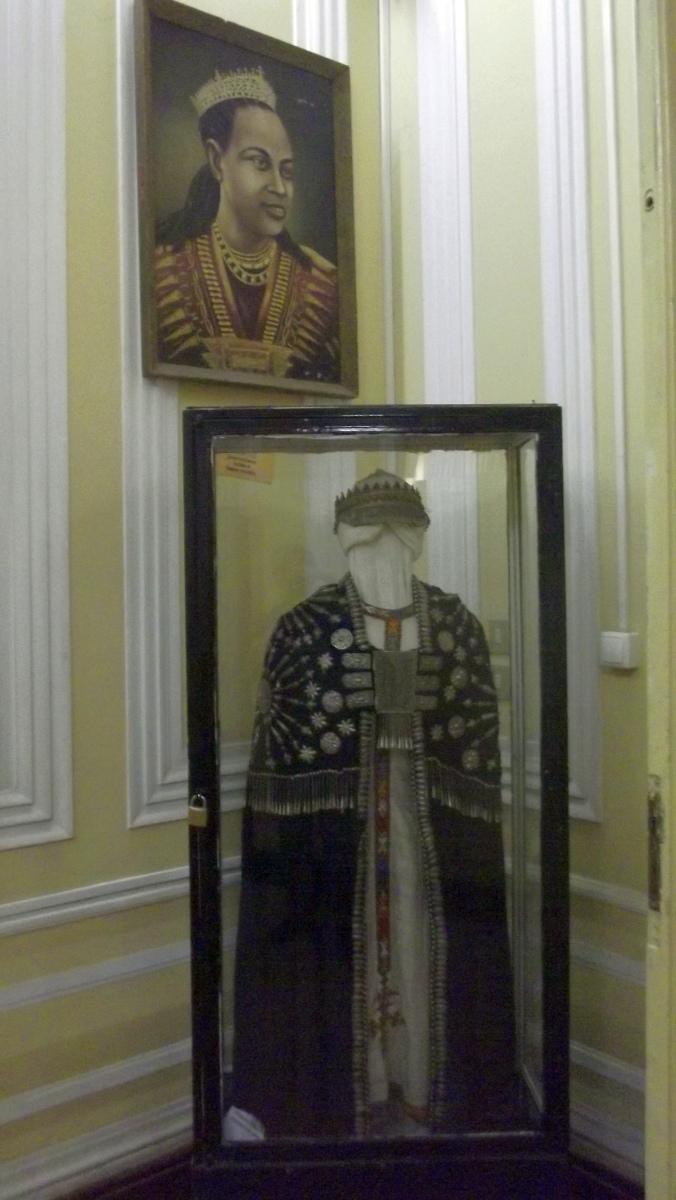Cape et Portrait de l'Impératrice Taitu
