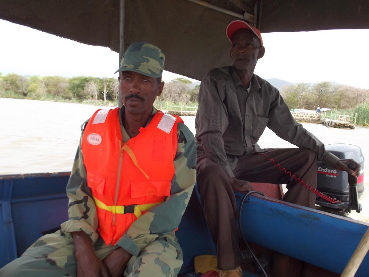 Le gardien et le capitaine Le Lac Chamo en Ethiopie. Voyage Séjour Trek Trekking Randonnée Road Trip en Ethiopie Visite de la Vallée de l'Omo en Ethiopie.