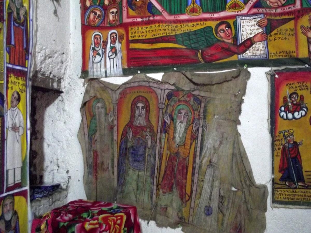 Ces icônes sur peau datent de 600 ans. Trek, randonnée et visite d'Axum en Ethiopie. Autour d'Axum. Le monastère St Pantalewon