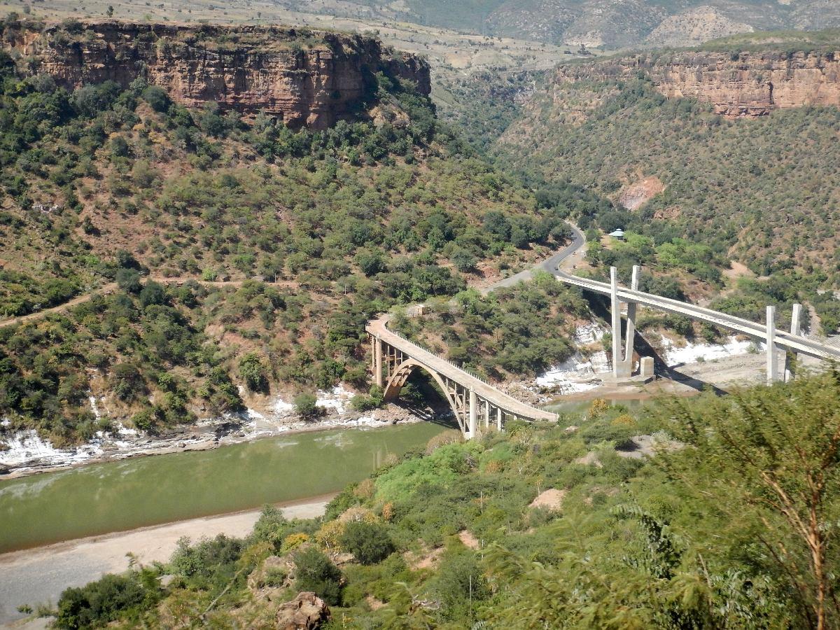 Le premier pont fut construit par les italiens en 1935 pour se rendre à Addis Abeba. Le deuxième fut inauguré par Haile Selassie I en 1961. Voyage Séjour Road Trip Trek Trekking Randonnée en Ethiopie. Trip Road de Bahir Dar (Bardhar) à Addis Abeba
