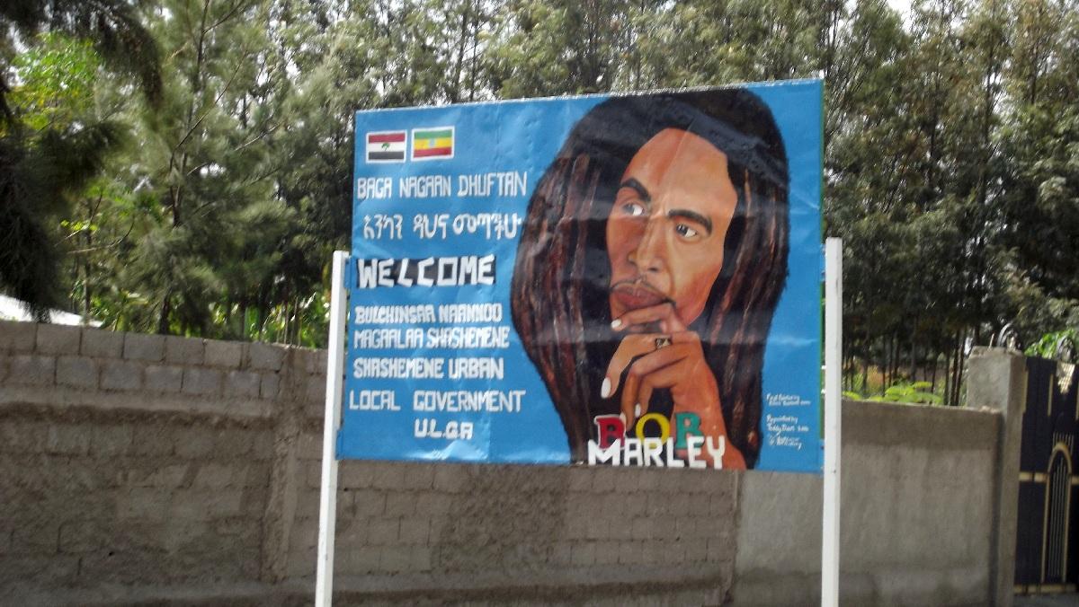 A l'entrée de Shashamane , Bob accueil ini. Voyage Séjour Trek Trekking Randonnée Road Trip en Ethiopie Visite de la Région Oromia en Ethiopie. Shashamane. Yawenta Childrens Center