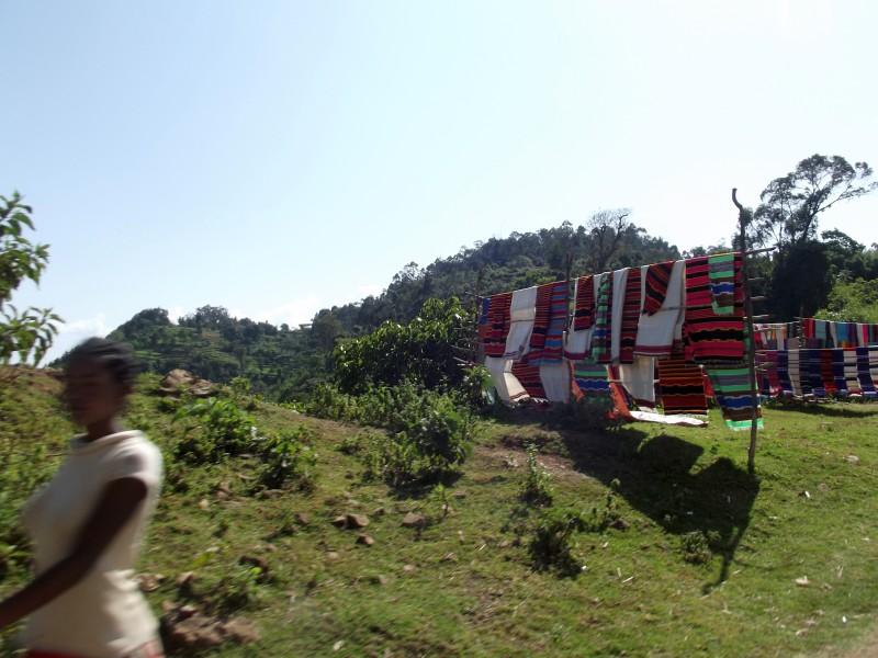 Les tissus de Dorze réputés en Ethiopie. Voyage Séjour Trek Trekking Randonnée Road Trip en Ethiopie Visite de la Vallée de l'Omo en Ethiopie la Ville de Dorze