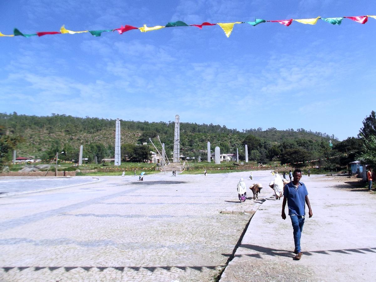 Le champ de stèles des rois d'Axum. Voyage Séjour Trekking et randonnée, Road Trip en Ethiopie. Visite d'Axum en Ethiopie.  les Stèles d'Axum