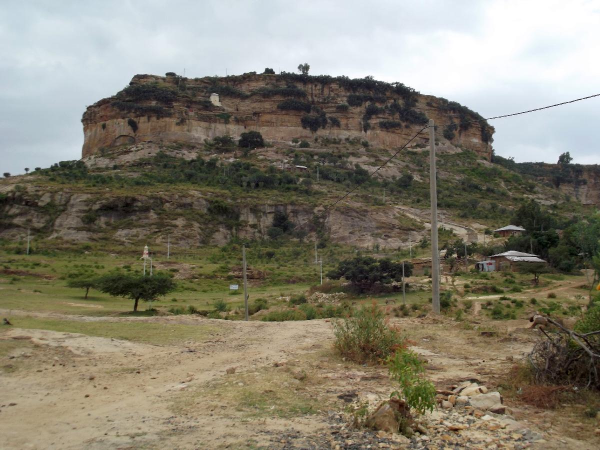 L'Amba de Dabra Damo. Le Monastère se trouve au sommet à 3000 m d'altitude.