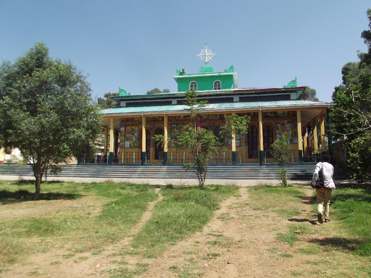 Ce monastère se trouve dissimulé au milieu des stèles d'Axum.