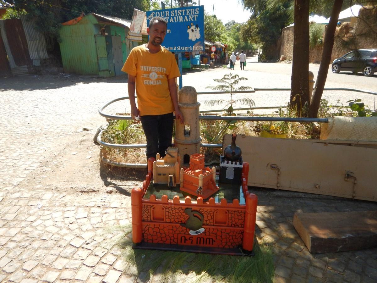 Adres artiste sculpteur. Voyage Séjour Road Trip Trek Trekking Randonnée en Ethiopie. Gondar en Ethiopie, la ville et ses faubourgs
