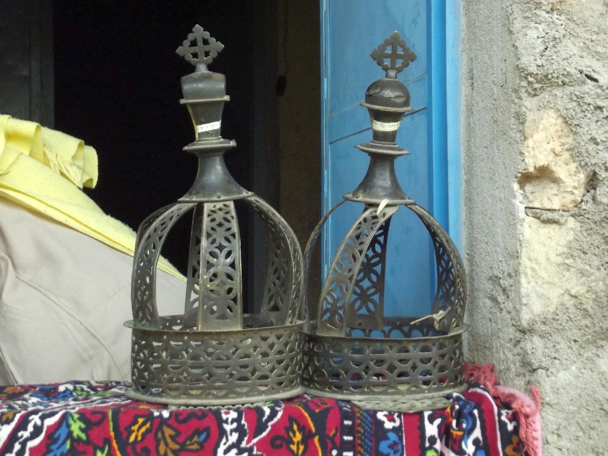 Les couronnes des Empereurs Kaleb et Gebre Meskel. Trek, randonnée et visite d'Axum en Ethiopie. Autour d'Axum. Le monastère St Pantalewon