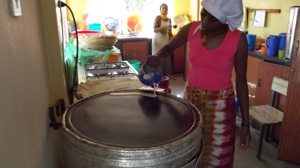 Par les cuisinières éthiopiennes de Yawenta Children's Center