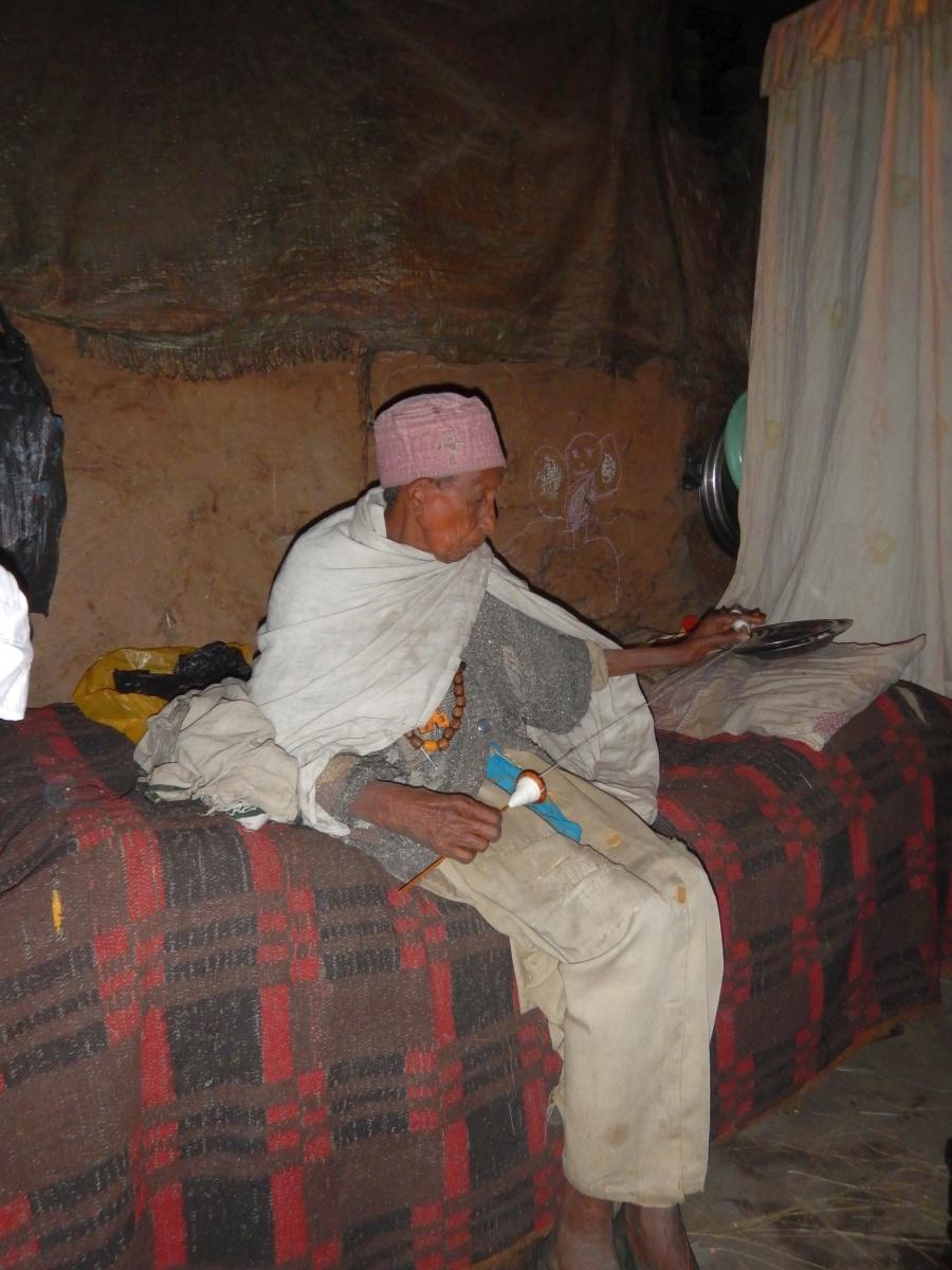 Une none file. Visite du monastère de Lalibela en Ethiopie